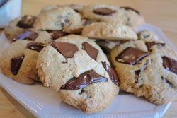 choc-chip-cookies-featured