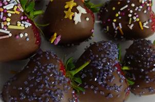 chocaffair_chocolate_dark_milk_white_strawberries_recipe_feature_20160627